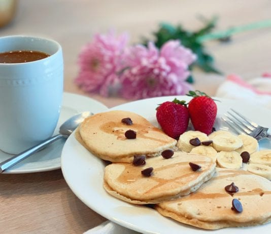 Healthy Mother's Day Breakfast :: Banana Protein Pancakes